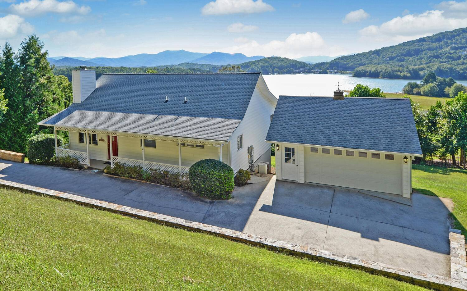 1924  LAKEVIEW SUMMIT DR