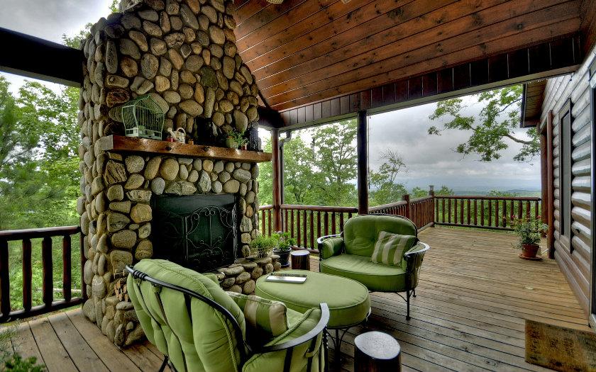 Take a Peek inside this Elegant, Rustic Lodge--$459,900