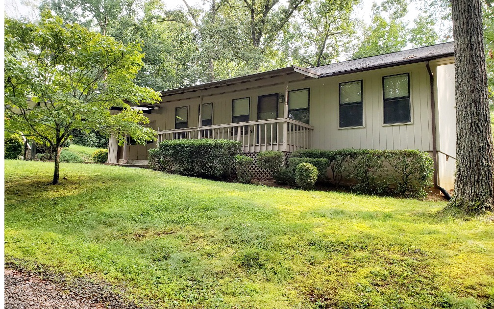 GREAT ONE LEVEL RANCH STYLE HOME! This 2-Bedroom, 2-Full Bath Contemporary Home features Easy One-Level Living (NO STAIRS), Split Floor Plan with 2 Master Suites each with own bath, Large Sunroom, Garage, Laundry, Covered Front Porch. Very Private yet Only 3 Minutes from Downtown Murphy. Close to Restaurants, Shopping and Casino. Great Neighborhood. Could Easily be Handicapped access. (NOT A MOBILE HOME).