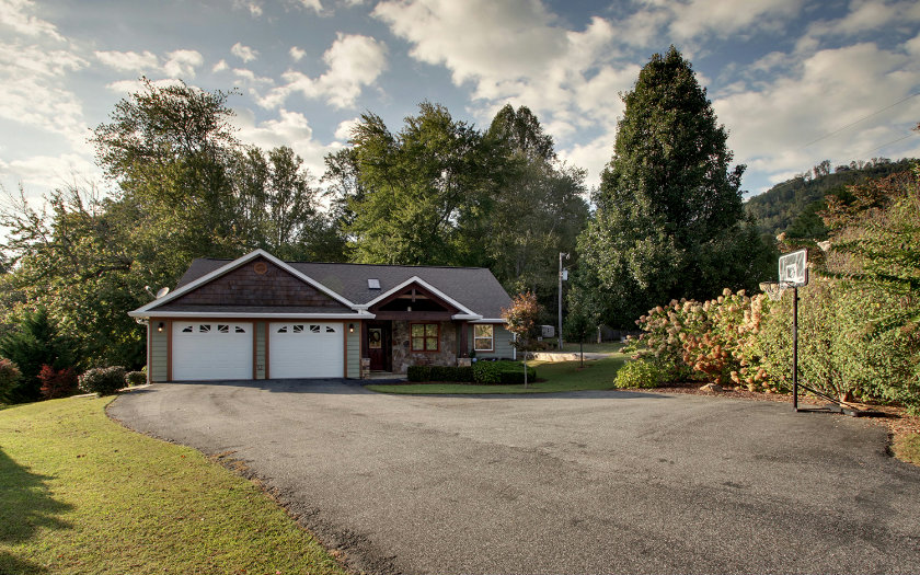 467  ROLLING ACRES ROAD