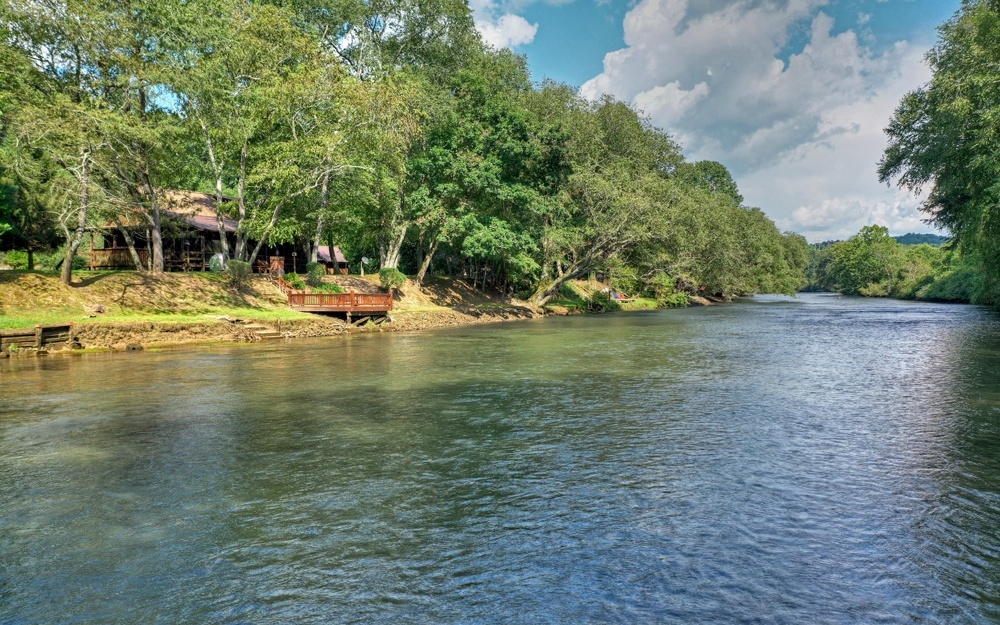 728  TOCCOA RIVER FOREST