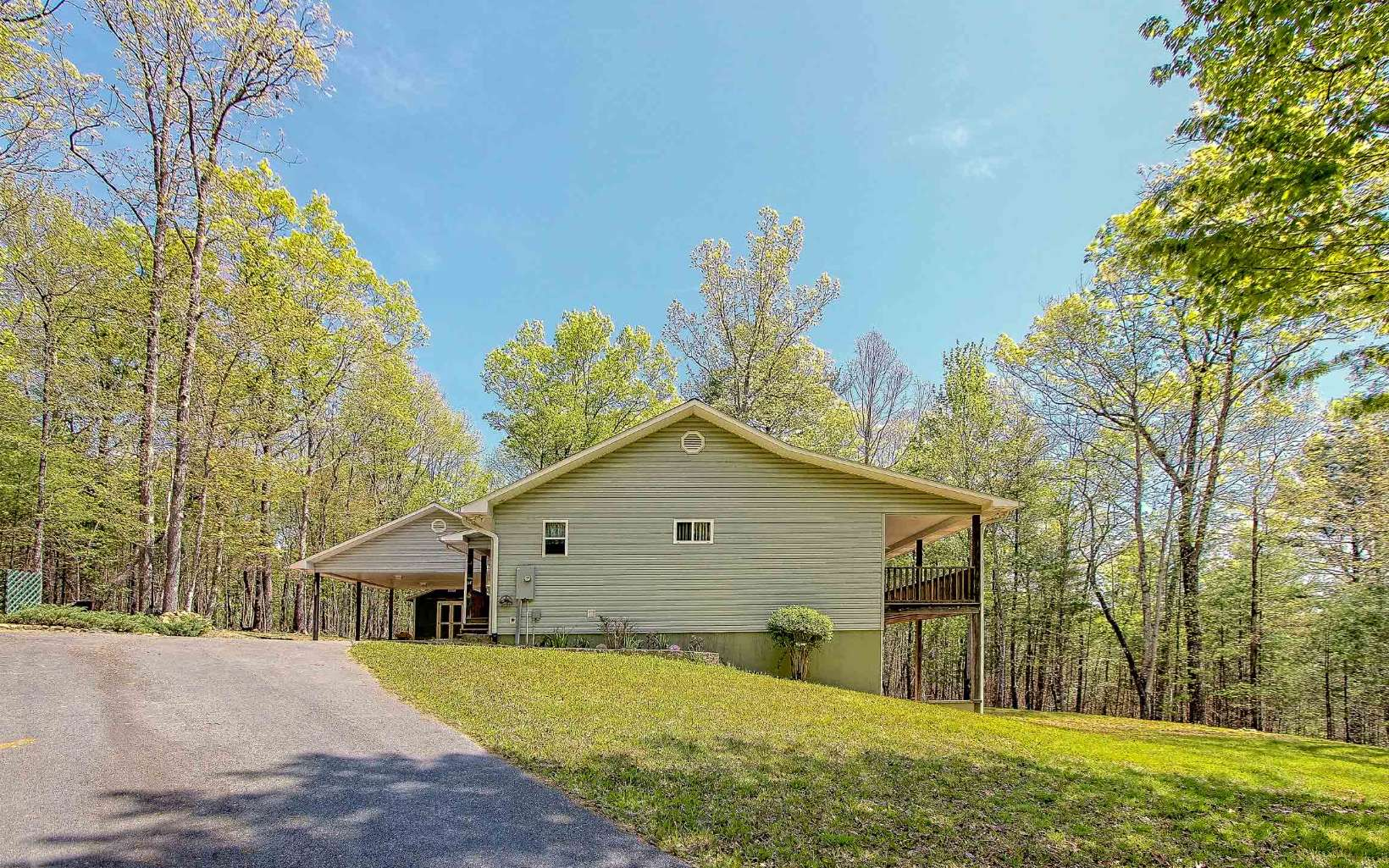 256  LONESOME PINE TRAIL