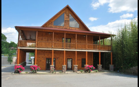 Just Listed: Spacious Cabin In Downtown Blue Ridge--$349,000