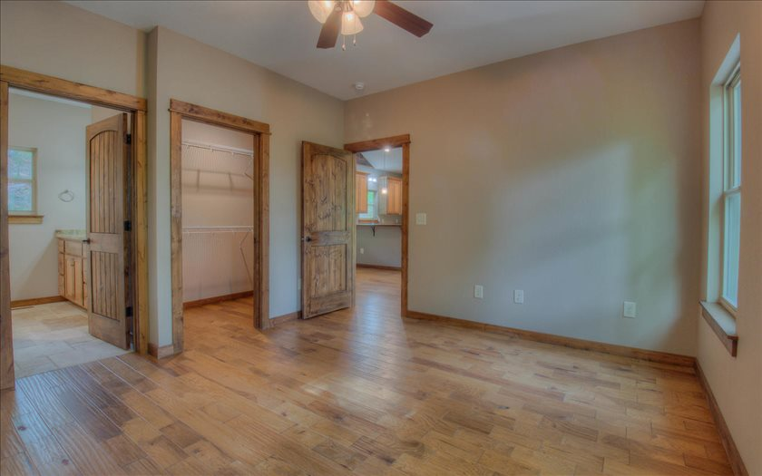 Photo 3 for Listing #268073