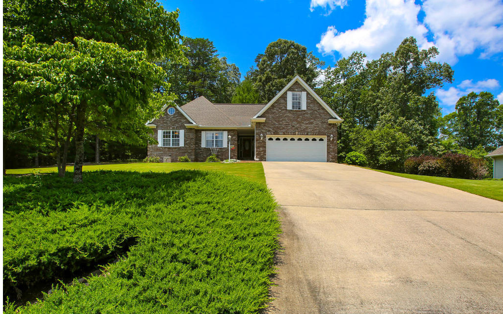 133  WHISPERING OAKS DR
