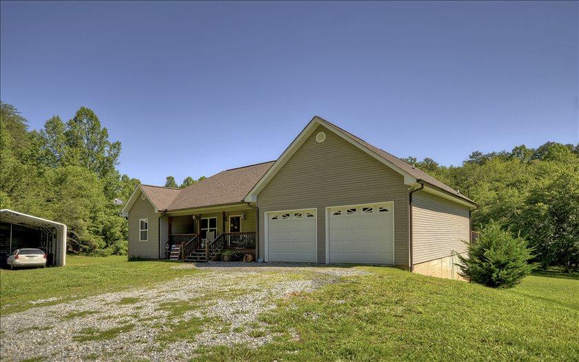 76 TWIN SPRINGS RD., Mineral Bluff, GA 30513