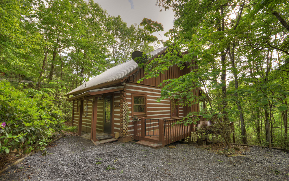 315  HICKORY NUT TRAIL